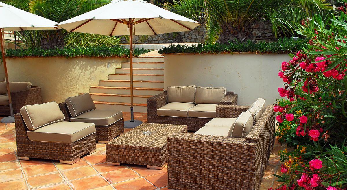 Retaining Rendered Wall Ceramic Tile Garden Pation